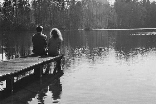 Dis moi que tu m'aimes. - Tu sais que je t'aime. - Non ! Dis-le comme si tu donnerais ta vie pour moi, comme si rien d'autre ne comptait, comme si tout au monde tournait autour de moi. Comme si t'y croyais espèce de merdeux !