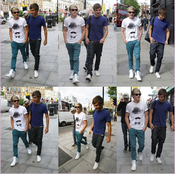 19/07/2012:Niall, Zayn et Liam ont  été aperçu en compagnie de leur garde du corps, Paul, dans les rues de Londres, se rendant à des studios d'enregistrement.