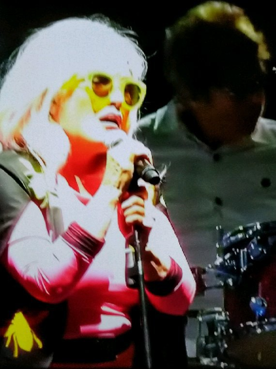Photos prises directement de ma télé suite à un concert de cette année
