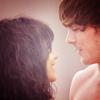 Faudrait me voir, là, tout de suite. Le mascara qui coule, les yeux qui piquent, Le ventre qui hurle quand je vois des gens qui s'embrassent. Le coeur qui pense à toi. Parce que tu vois, J'suis comme le Titanic, Je sombre à cause d'une histoire d'amour...