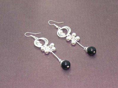 Boucles d'oreilles perles argentées et strass blancs