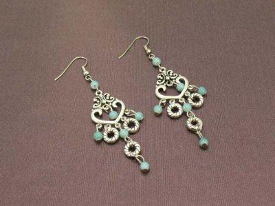 Boucles d'oreilles métal style argent et strass avec perles
