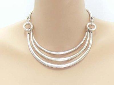 Extraordinaire et original collier ethnique métal argenté mat