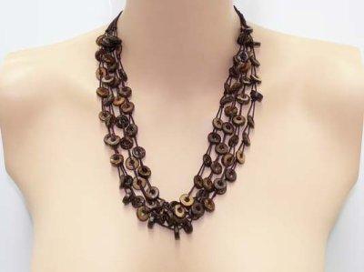 Collier perles rondes en bois de coco 4 rangs