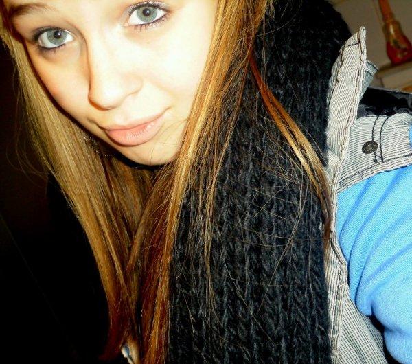Je suis ce genre de fille qui prétend s'en foutre avec le sourire.