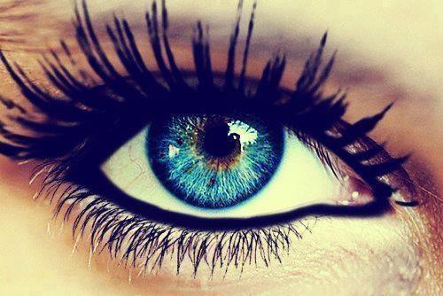 Elle a les yeux revolvers.