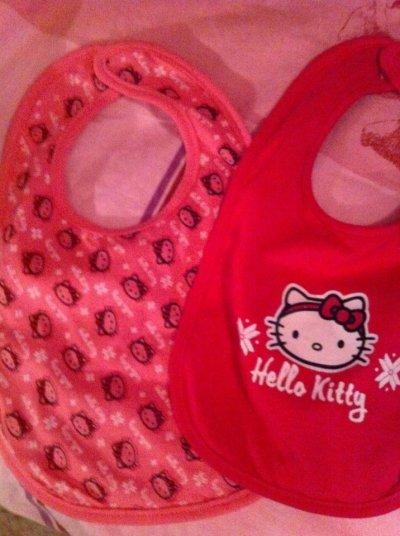 Chaussette , gigoteuse et bavoirs Hello kitty , Kiabi