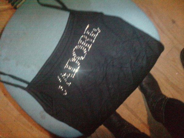 t shirt JADORE  TAILLE 1 .il manque un peu du J on peu le voir sur la photo !! tshirt à 1euros + un timbre !!!