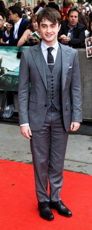 b6f6c6f57b66 Daniel Radcliffe   Look à l avant première de Harry Potter 7 à Londres