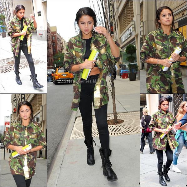 10.07.14 : Selena a d'abord été aperçue sortant d'un rendez-vous professionnel à New York. FLOP pour Selena, je n'aime pas du tout le style de sa tenue. Vos avis ?