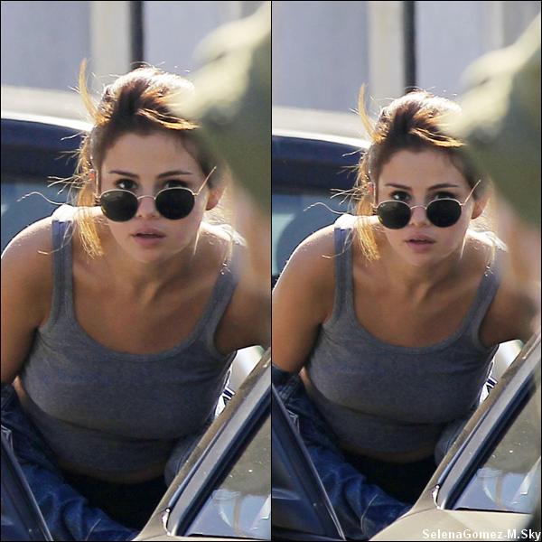 13.07.2016 : Selena a d'abord été vue arrivant au salon de coiffure Nine Zero One.Selena était vraiment sublime ! Rien à dire tout est PARFAIT !! Gros gros TOP pour ma part. Vos avis ?