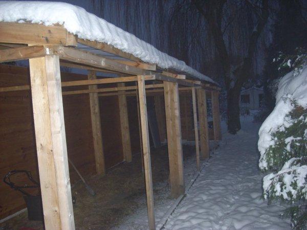 construction du nouveau pigeonnier en standby, neige oblige!!!!!!!!!!