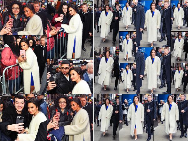 """"""" • 24/01/18   — Accueillie par une horde de Lovatics, Demi était devant les studios de l'émission « GMA »  à New York City.La chanteuse est donc arrivé dans la grande Pomme, elle a pris le temps notamment pour poser avec quelques uns de ses fans, des avis?  """""""