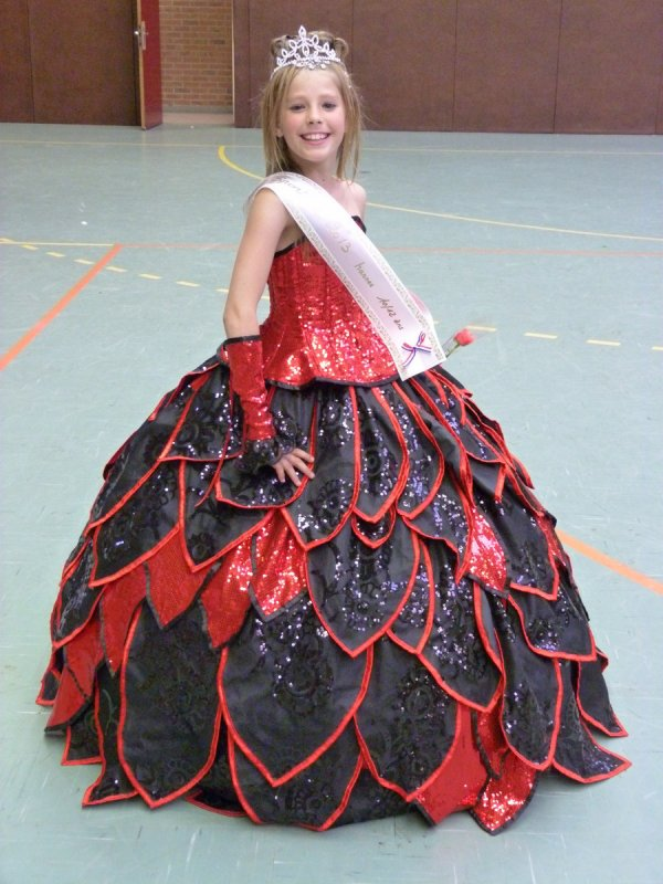 A Miss Sportive les Valérianes, le 10 Juin 2013 à Harnes: MISSS !!! en gymnaste :-)