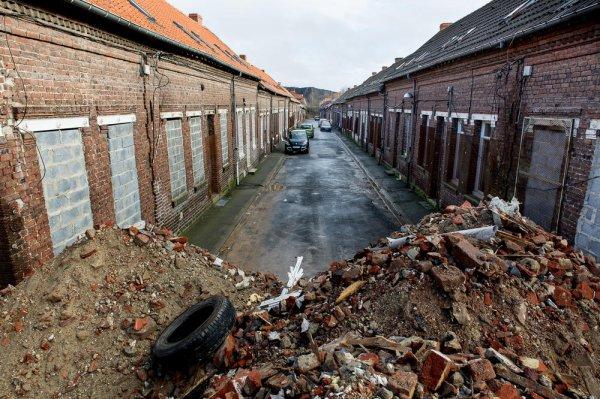 AUCHEL (62) Le stade de l'agonie est dépassé, nous vivons (Mai 2014) la mort du coron d'Auchel. Aucune explication ne pourra justifier ce désastre. L'histoire jugera, les faits et les hommes !