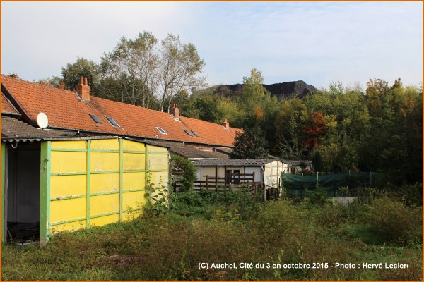 AUCHEL LE CORON, DIT CITE DU 3,  EN OCTOBRE 2015 - Un endroit tout en couleur !