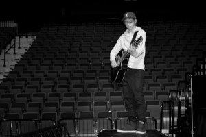 """Chapitre 20 - """"Quand j'ai lu 'Ta guitare se trouve dans une boîte sous la scène.' j'ai cru que j'allais tuer Harry Styles."""" Niall Horan"""