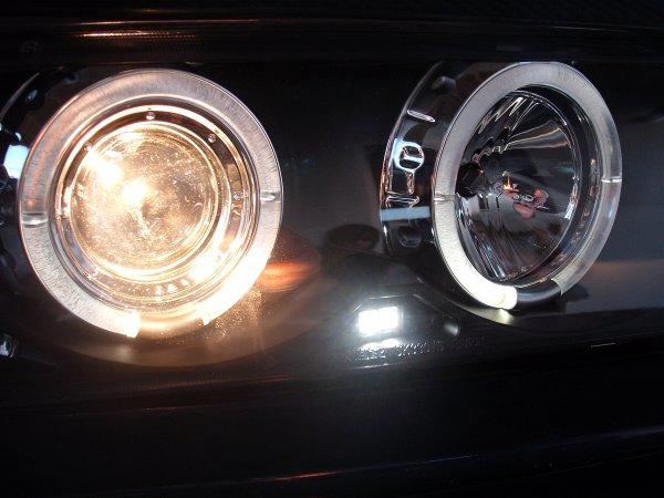 QUELQUES NEWS DE LA 320 i partie 5 montage des phares