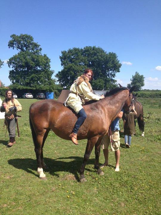 Moi en viking sur un cheval :)