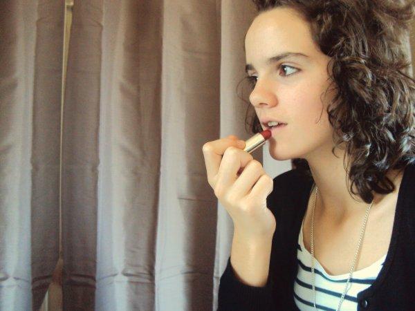 Mettre une petite touche de rouge a lèvre  !! :D