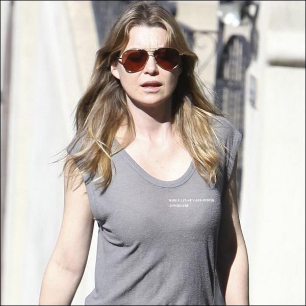 Le 03 Janvier 2012 - Ellen Pompeo marchant dans les rues de Los Angeles.