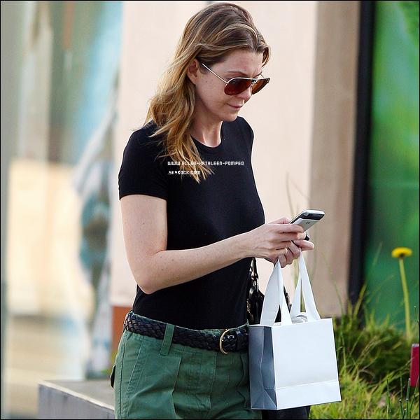 Le 06 Janvier 2012 - Ellen faisant du shopping dans Beverly Hills et nous la retrouvons à la sortie de Gelson à Los Feliz.