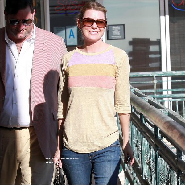 Le 10 Janvier 2012 - Ellen quittant un restaurant de Sushi avec des amis sur Sunset Boulevard, à Los Angeles.