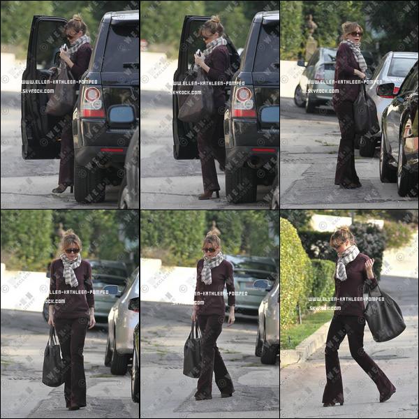 Le 11 Janvier 2012 - Ellen rentrant chez elle, peut être après être allée tournée une scène de Grey's Anatomy à Hollywood, à Los Angeles.