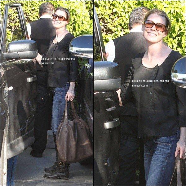 """Le 25 Janvier 2012 - Nous retrouvons une magnifique Ellen quittant le restaurant """"Agos"""" à Los Angeles."""