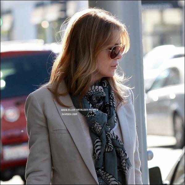 Le 08 Février 2012 - Ellen visitant des bureaux à Los Angeles.