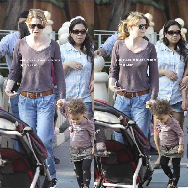 Le 26 Février 2012 - La famille Pompeo-Ivery étaient à Disneyland à Los Angeles.