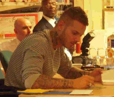 Matt a la séance de dédicace du 13/10/2010 à Vélizy