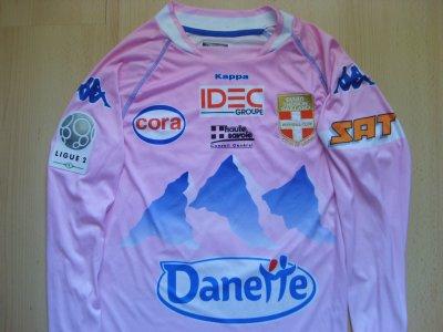 """Maillot """"domicile"""", porté en Ligue 2 par Yannick SAGBO, à Evian-Thonon-Gaillard, lors de la saison 2010/2011."""