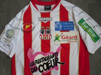 """Maillot """"domicile"""", porté en Ligue 1 par Jean-François RIVIERE, à l'AC Ajaccio, lors de la saison 2009/2010."""
