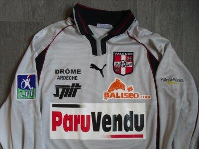 """Maillot """"extérieur"""", porté en Ligue 2 par Eric KOSSINGOU, à l'ASOA Valence, lors de la saison 2002/2003."""