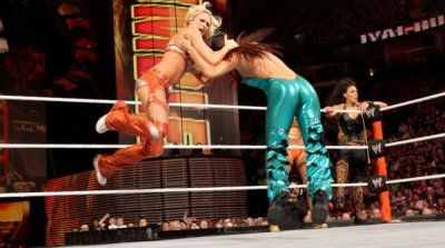 Beth Phoenix & Natalya & Bella Twins def Kelly Kelly & Eve & Alicia Fox & Tamina