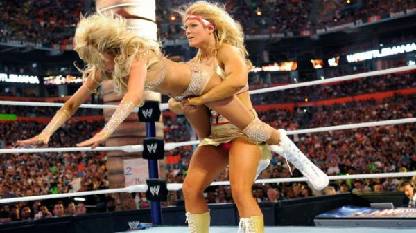 Kelly Kelly & Maria Menounos vs Beth Phoenix & Eve