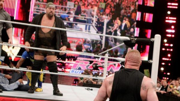 Big Show, Sheamus, Kofi Kingston & R-Truth viennent en aide à Triple H