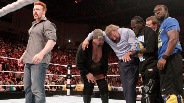 Big Show, Sheamus, Kofi Kingston & R-Truth viennent en aide à Triple H