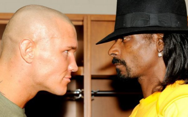 Randy Orton Vs Snoop Doog.