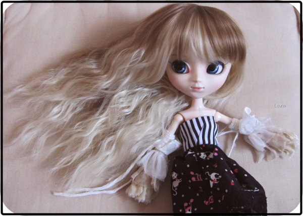 April et sa nouvelle wig ♫