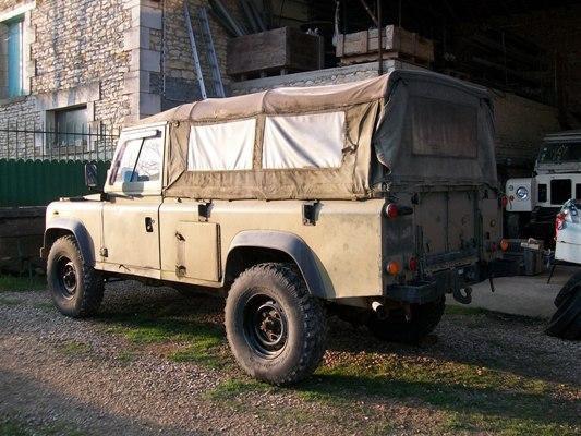 nouvelle acquisition land rover defender 110 2 5 l militaire pr t tre restaur la. Black Bedroom Furniture Sets. Home Design Ideas