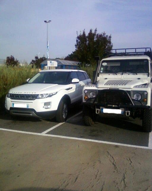 Deux véhicules de la gamme LAND ROVER ! !