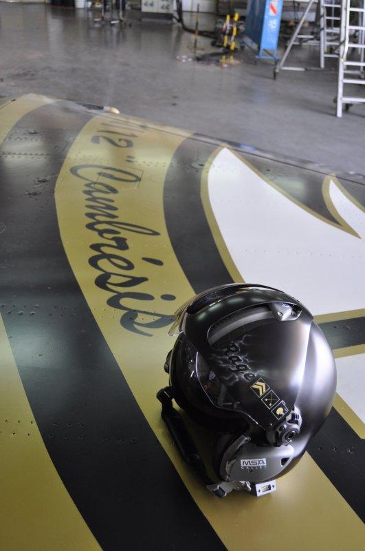 casque LA100 du designer Regis Rocca que j'ai peint dans le cadre de la dissolution du 1/12