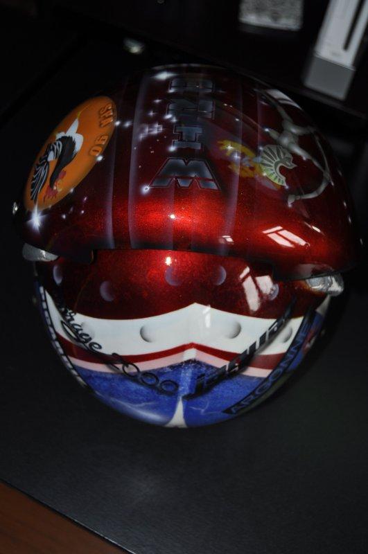 casque des emirats peint pour un pote