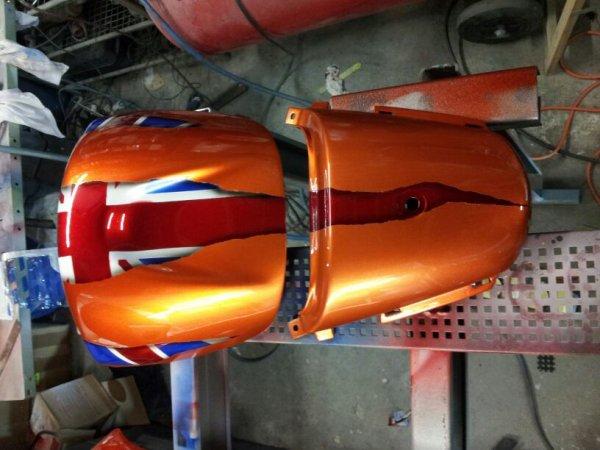 Mise en peinture et decabossage du réservoir pour un Speed 4