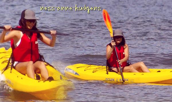 Vanessa et Zac faisant du Kayak à Hawai, le 25 août ♥
