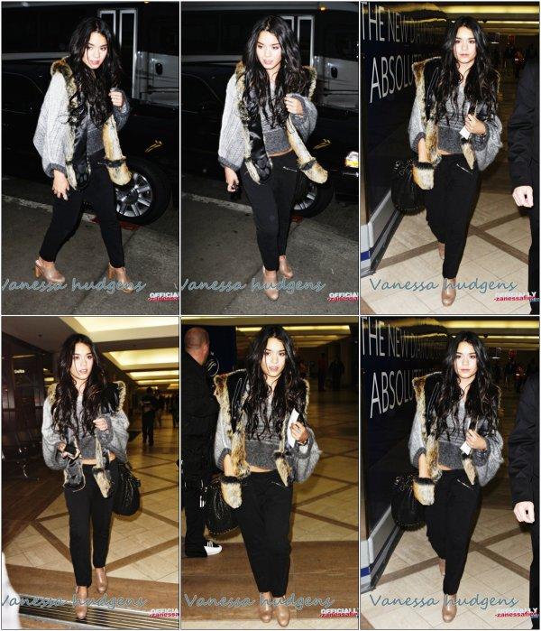Vanessa se rendant à l'aéroport LAX le 5 décembre (: