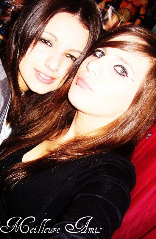 (l) Cassandra & £milie (l)