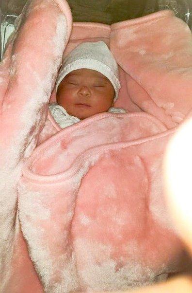 Alyssa ma petite fille  le jour de sa naissance !